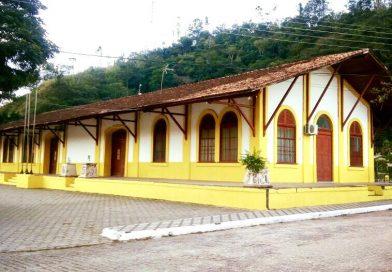 Prédio da prefeitura de Lavrinhas ganha nova pintura.