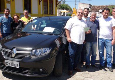 Prefeitura recebe doação de veículo
