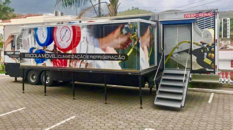 Prefeitura de Lavrinhas traz carreta do SENAI